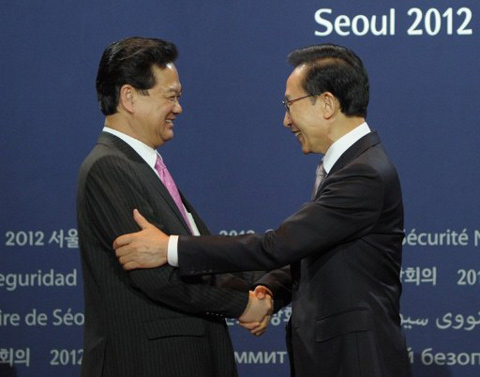 """Thủ tướng Nguyễn Tấn Dũng tới Hàn Quốc lần này trong bối cảnh hai nước coi năm 2012 là """"Năm Hữu nghị Việt Nam - Hàn Quốc"""", nhân dịp kỷ niệm 20 năm ngày thiết lập quan hệ ngoại giao."""