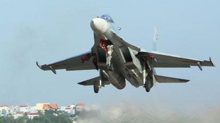 """""""Hổ mang chúa"""" Su-30MK2V xuất kích."""