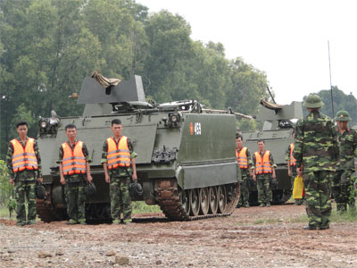 Đội hình thiết giáp của Trung đoàn Tăng - Thiết giáp 22 nhận lệnh xuất kích.