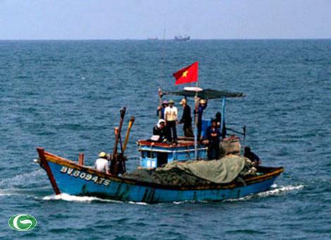 Tàu cá và ngư dân Việt Nam đang hoạt động trong vùng biển thuộc chủ quyền của Việt Nam