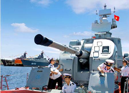 Học viên Học viện Hải quân thực tế trên tàu tên lửa project 1241.8.