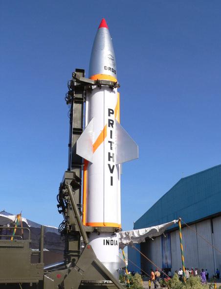 Tên lửa đất đối đất chiến thuật Prithvi của Ấn Độ.