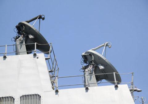 Hệ thống radar tiên tiến được thiết kế ở vị trí gần như trung tâm của chiến hạm.