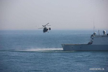 Sau cuộc bắn đạn thật là hoạt động diễn tập cứu hộ cứu nạn có sự phối hợp giữa Hải quân hai nước.