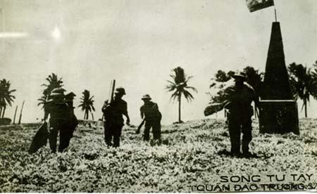 Bộ đội Hải quân Nhân dân Việt Nam giải phóng đảo Song Tử Tây.
