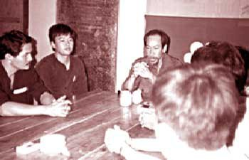 Hoàng Cơ Minh họp bàn đồng bọn trước ngày xâm nhập Việt Nam.