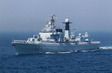 Khu trục tên lửa Cáp Nhĩ Tân (Type 052) có lượng giãn nước 4.800 tấn