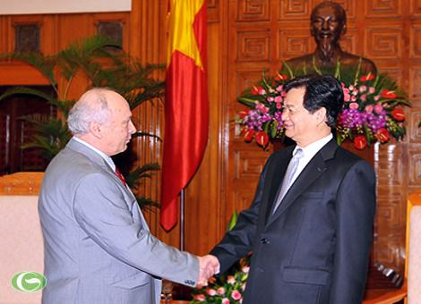Thủ tướng Nguyễn Tấn Dũng và Đại sứ Rumania Dumitru Olaru