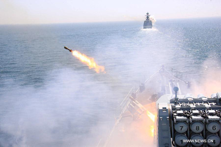 Hệ thống rocket chống ngầm Type 87 trên tàu Cáp Nhĩ Tân khai hỏa.