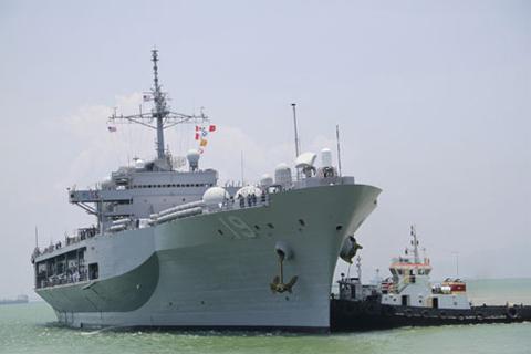 Tàu chỉ huy USS Blue Ridge (LLC-19) cập cảng Tiên Sa trưa nay. Ảnh: Nguyễn Đông