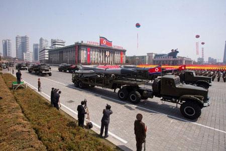 Tên lửa Triều Tiên được phô diễn trong cuộc diễu binh ngày 15/4.