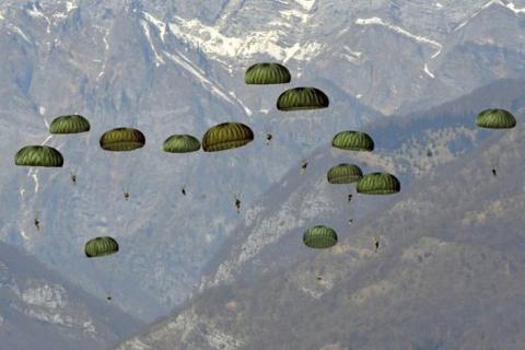 Biệt kích Mỹ, Hàn nhảy dù xuống Triều Tiên để thực hiện cuộc thăm dò đặc biệt. Ảnh: AFP