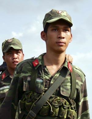 Những chiến sĩ trẻ luôn tự hào về truyền thống của đơn vị.