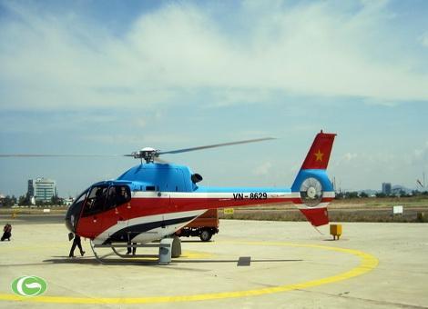 Máy bay EC 120 chuẩn bị cất cánh bay trình diễn, tham quan
