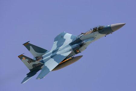Hiện đại hơn A-4 hay F-5E, tới lượt tiêm kích thế hệ mới F-15E đóng giả máy bay Nga với màu sơn tương tự dòng Su-27/30.