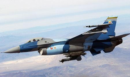 Sau F-15 tới lượt tiêm kích đa năng F-16 đổi màu.