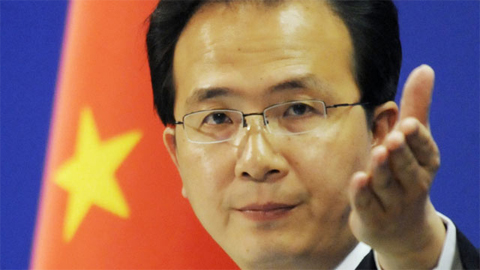 Người phát ngôn Bộ Ngoại giao Trung Quốc, Hồng Lỗi. Ảnh: Kyodo/AP