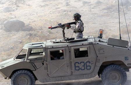 """Xe đa dụng Humvee được """"cải tiến"""" thành xe thiết giáp trinh sát BRDM."""