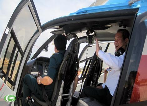 Buồng lái và ghế ngồi phía sau của máy bay EC 120. Máy bay này chỉ có bốn ghế ngồi (kể cả phi công).