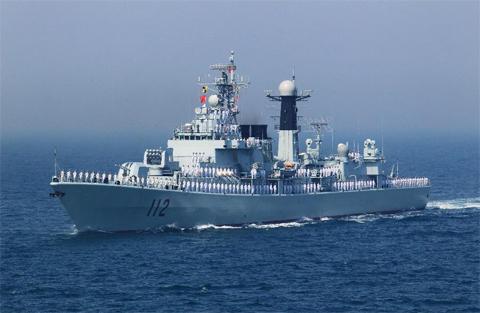 Khu trục hạm tên lửa Cáp Nhĩ Tân của hải quân Trung Quốc trong cuộc tập trận gần đây. Ảnh: Xinhua