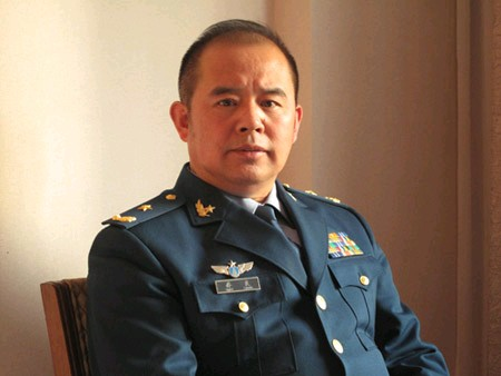 """Kiều Lương, thiếu tướng không quân, theo đuổi quan điểm hiếu chiến """"đánh đòn phủ đầu"""" và học đòi kiểu """"sự đã rồi"""" của Mỹ áp dụng vào biển Đông"""