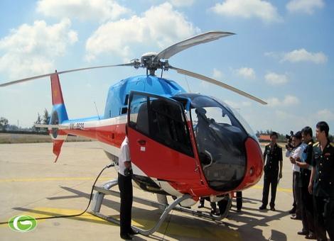Máy bay EC 120 tại sân bay Vũng Tàu chuẩn bị cất cánh