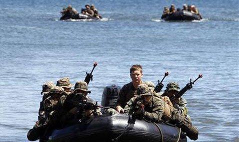 Quân đội Mỹ và Philippines tập trận trên Biển Đông.