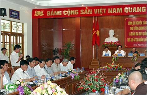 Thủ tướng Nguyễn Tấn Dũng và Đoàn đại biểu Quốc hội Hải Phòng lắng nghe ý kiến của cử tri