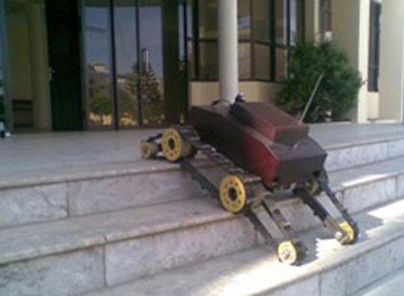 Robot leo cầu thang.
