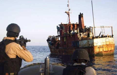 Cảnh sát khống chế một con tàu của cướp biển Somali