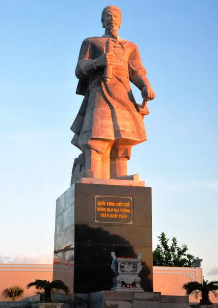 Tượng đài Quốc công tiết chế Hưng Đạo đại vương Trần Quốc Tuấn tại đảo Song Tử Tây - Trường Sa - Ảnh: Trần Minh Ngọc