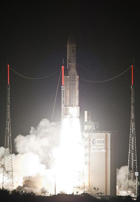 Tên lửa Ariane 5 đưa 2 vệ tinh rời mặt đất. Ảnh: ArianeSpace