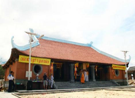 Những ngôi chùa như Trường Sa Lớn.