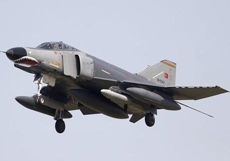 Một phi cơ chiến đấu F-4 Phantom của quân đội Thổ Nhĩ Kỳ. Ảnh: flightglobal.com.