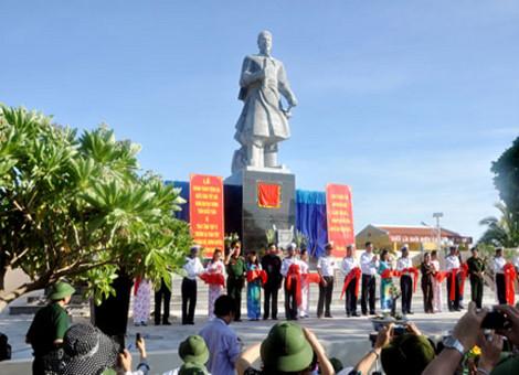 Tượng đài Quốc công tiết chế Hưng Đạo Đại Vương Trần Quốc Tuấn