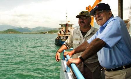 Bộ trưởng Quốc phòng Mỹ thăm cảng Cam Ranh của Việt Nam.