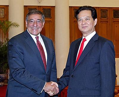 Thủ tướng Nguyễn Tấn Dũng tiếp Bộ trưởng Leon Panetta. Ảnh: Chinhphu.vn