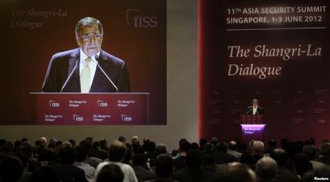 Bộ trưởng Quốc phòng Mỹ Leon Panetta nhấn mạnh rằng trong việc giao thiệp với Trung Quốc và châu Á, Mỹ muốn tuân thủ luật lệ quốc tế để giải quyết các cuộc tranh chấp mà không phải sử dụng tới vũ lực.