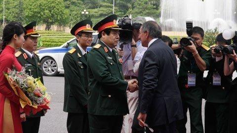 Bộ trưởng Quốc phòng Việt Nam Phùng Quang Thanh và Bộ trưởng Quốc phòng Mỹ Leon Panetta