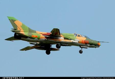 Những chiến đấu cơ Su-22, MiG-21 và Su-27 của Không quân Việt Nam được trang bị thêm các tên lửa tiên tiến, đảm bảo sẵn sàng chiến đấu bảo vệ vùng trời, biển đảo của tổ quốc. Ảnh Su-22M.