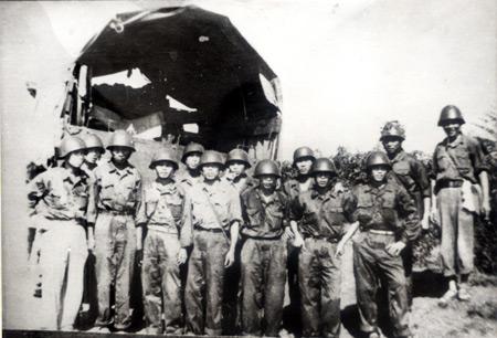 Đoàn tiền trạm của Tiểu đoàn 198 chuẩn bị cho trận đánh Tà Mây – Làng Vây. Ảnh do Bảo tàng Tăng – Thiết giáp cung cấp.
