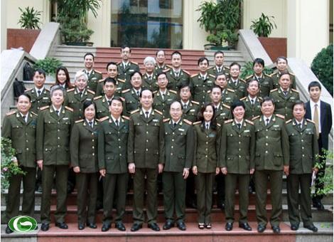 Thượng tướng Trần Đại Quang, Ủy viên Bộ Chính trị, Bộ trưởng Bộ Công an; Trung tướng Bùi Quang Bền, ủy viên Trung ương Đảng, Thứ trưởng Bộ Công an cùng lãnh đạo Tổng cục Xây dựng lực lượng CAND với đại diện lãnh đạo các cơ quan báo chí CAND