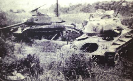 Xác những chiếc xe tăng Mỹ do kíp xe 377 bắn cháy tại trận Đắk Tô 2 (Ảnh do Bảo tàng Tăng – Thiết giáp cung cấp).