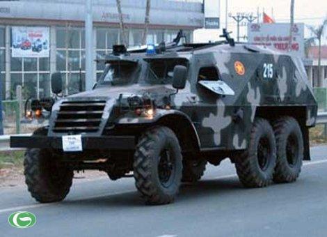 Xe thiết giáp BTR-152 chạy thử nghiệm sau khi cải tiến, nâng cấp.