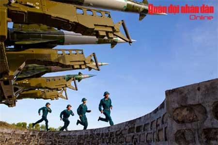 Bộ đội tên lửa báo động chiến đấu.