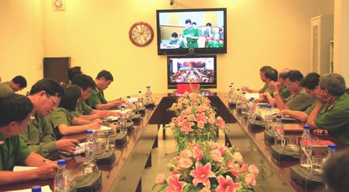Giao ban trực tuyến tại đầu cầu Đà Nẵng. Ảnh: VĂN THUẤN