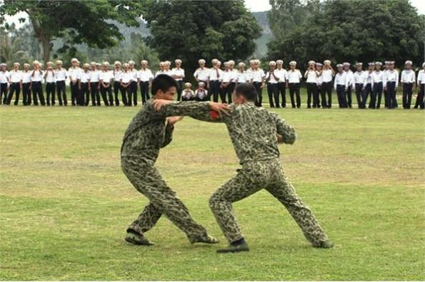 Vào trận đấu đối kháng tay đôi