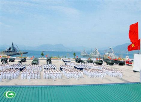 Để bảo vệ vững chắc chủ quyền biển, đảo, thềm lục địa thiêng liêng của Tổ quốc, Hải quân nhân dân Việt Nam cũng thường xuyên thực hiện huấn luyện sẵn sàng chiến đấu.