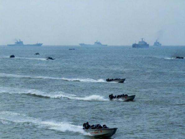 Hạm đội Nam Hải, Hải quân Trung Quốc thường xuyên tiến hành các cuộc diễn tập đổ bộ trên biển Đông, khoa mục diễn tập là đổ bộ đoạt lấy các đảo đá. Điều này rõ ràng là có ý đồ răn đe vũ lực đối với các nước có tranh chấp chủ quyền với Trung Quốc trên biển Đông.