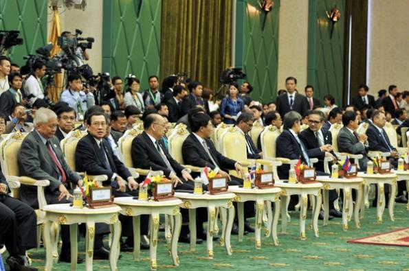 Hội nghị Ngoại trưởng ASEAN lần đầu tiên không thể ra được thông cáo chung là vì Campuchia không làm tròn trách nhiệm của một Chủ tịch luân phiên khối
